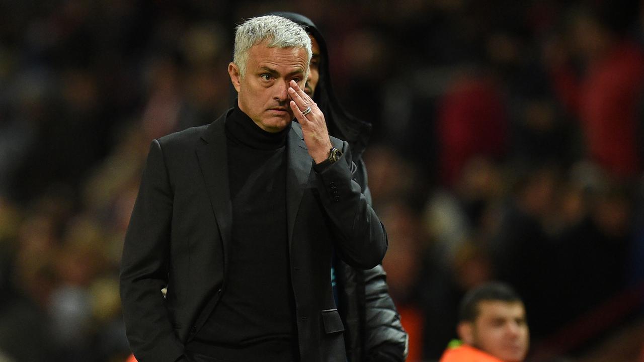Gary Neville Tidak Heran Mendengar MU Pecat Jose Mourinho